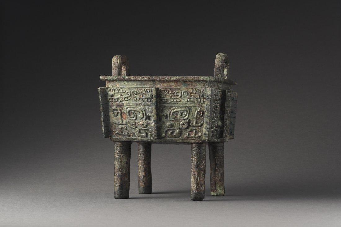 An Archaic Bronze Ritual Food Vessel