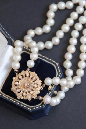 Collier de perles blanche à double rang, fermoir en or