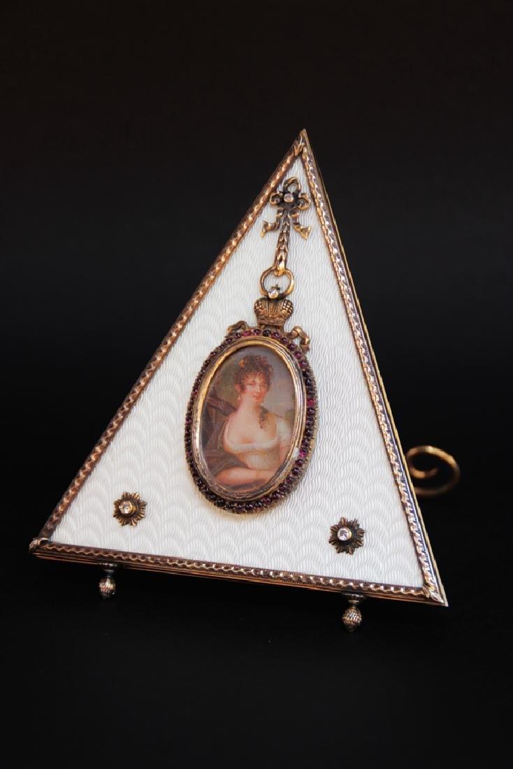 MAISON FABERGE Rarissime cadre triangulaire en émail