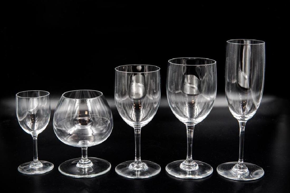 BACCARAT Ensemble de verres en cristal comprenant 28
