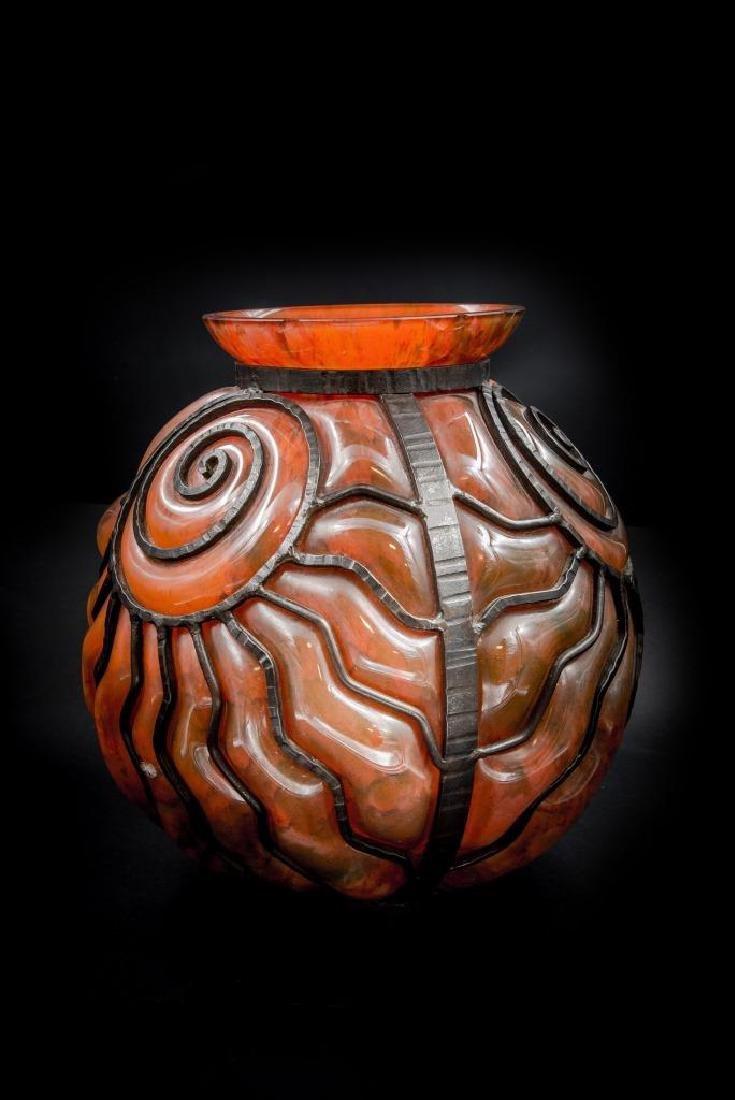 DAUM et MAJORELLE Vase de forme boule en verre
