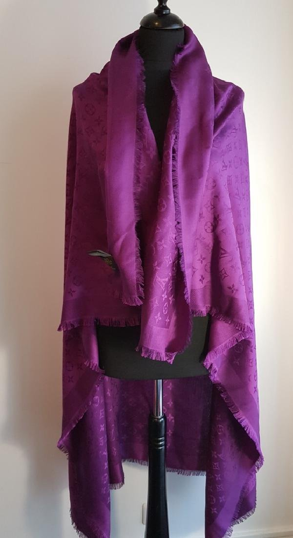 LOUIS VUITTON Châle en soie et laine , motif monogram