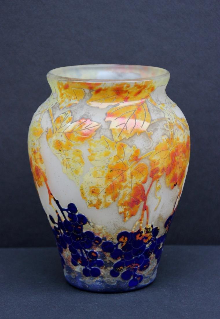 DAUM Nancy Vase en verre multicouche à décor gravé à