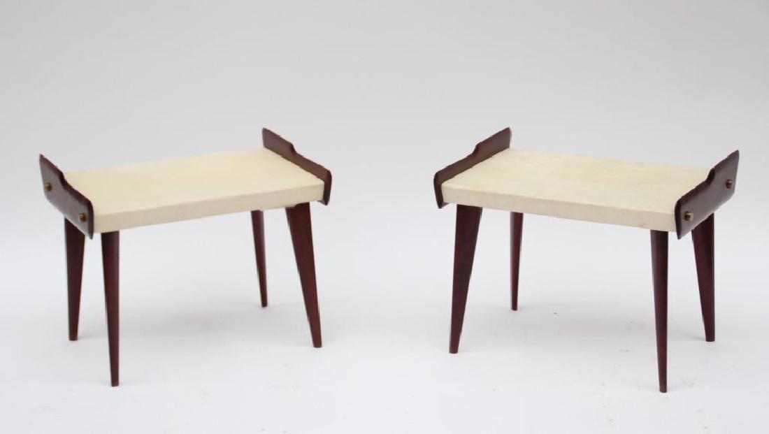 Travail italien des années 1950 Paire de tables de