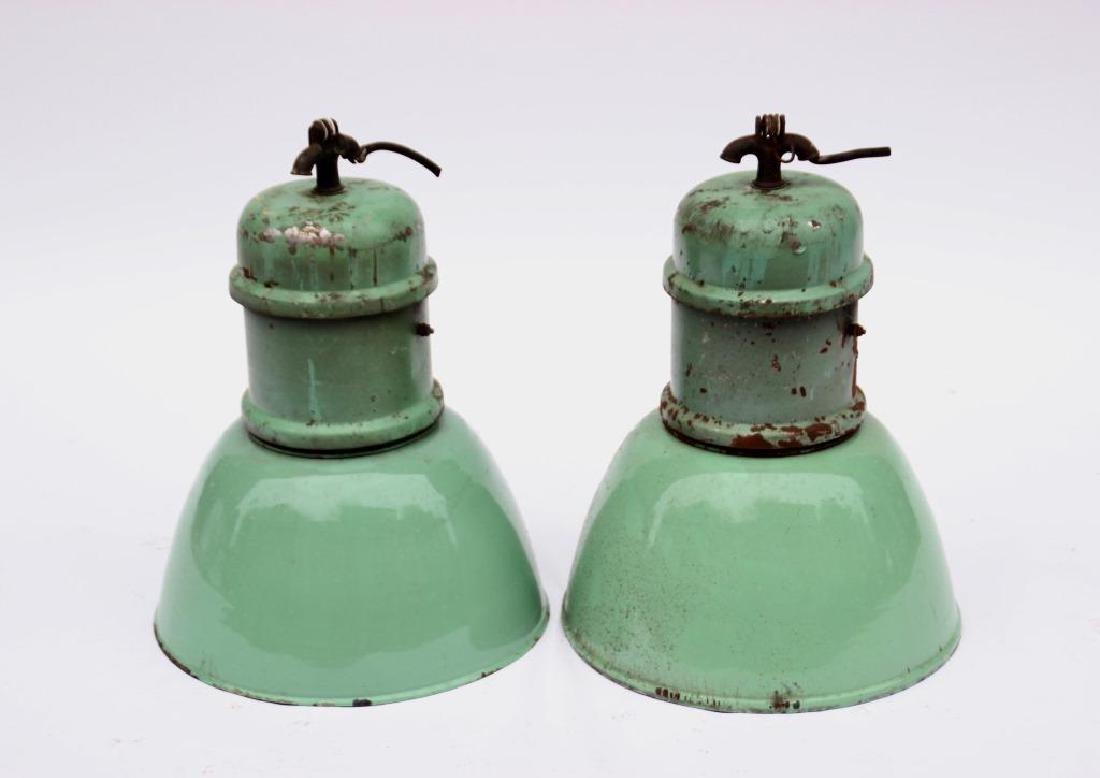 Travail des années 1950 Paire de suspensions en tôle