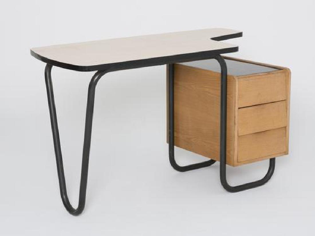 Travail des années 1960 Bureau en bois noir et marron.