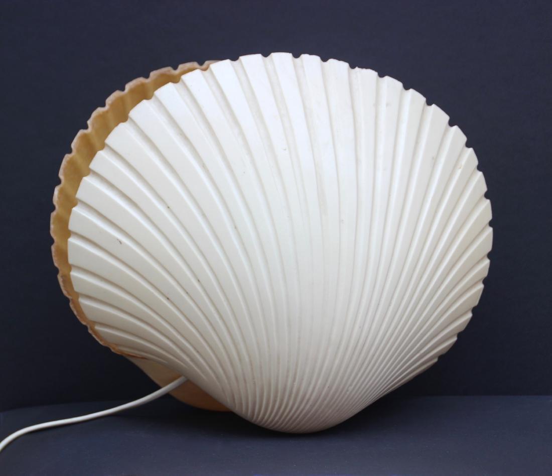 Lampe à poser en forme de coquillage en fibre de verre