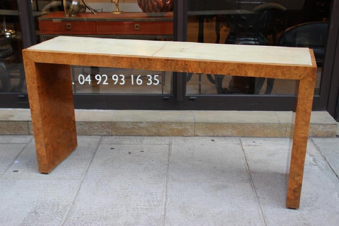 Paire de consoles en placage de bois clair et gainé de