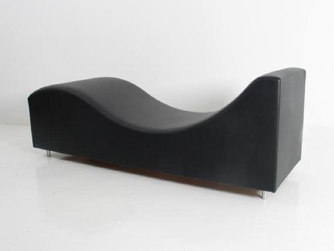 """Chaise longue modèle """"chaise longue vinyl"""" en cuir noir"""