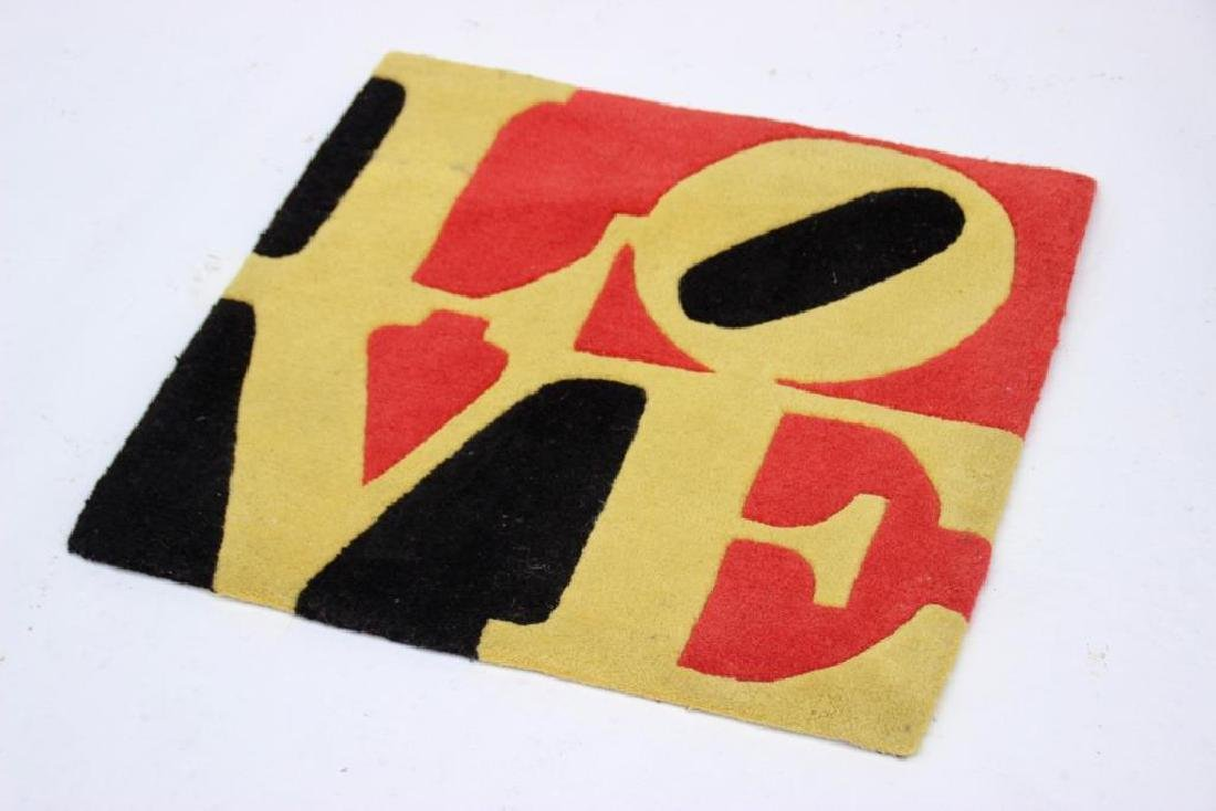 Robert INDIANA (1928) Tapis love. 60 x 60 cm