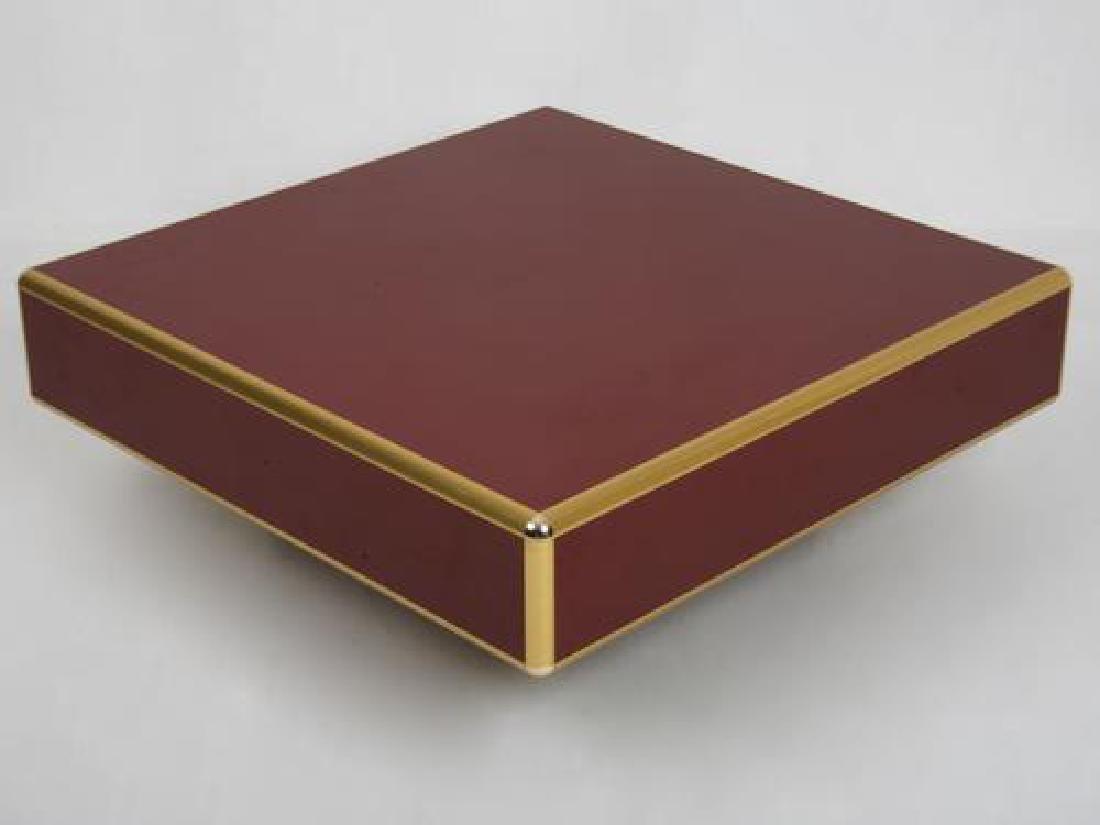 Travail des années 1980  Table basse en bois rouge et