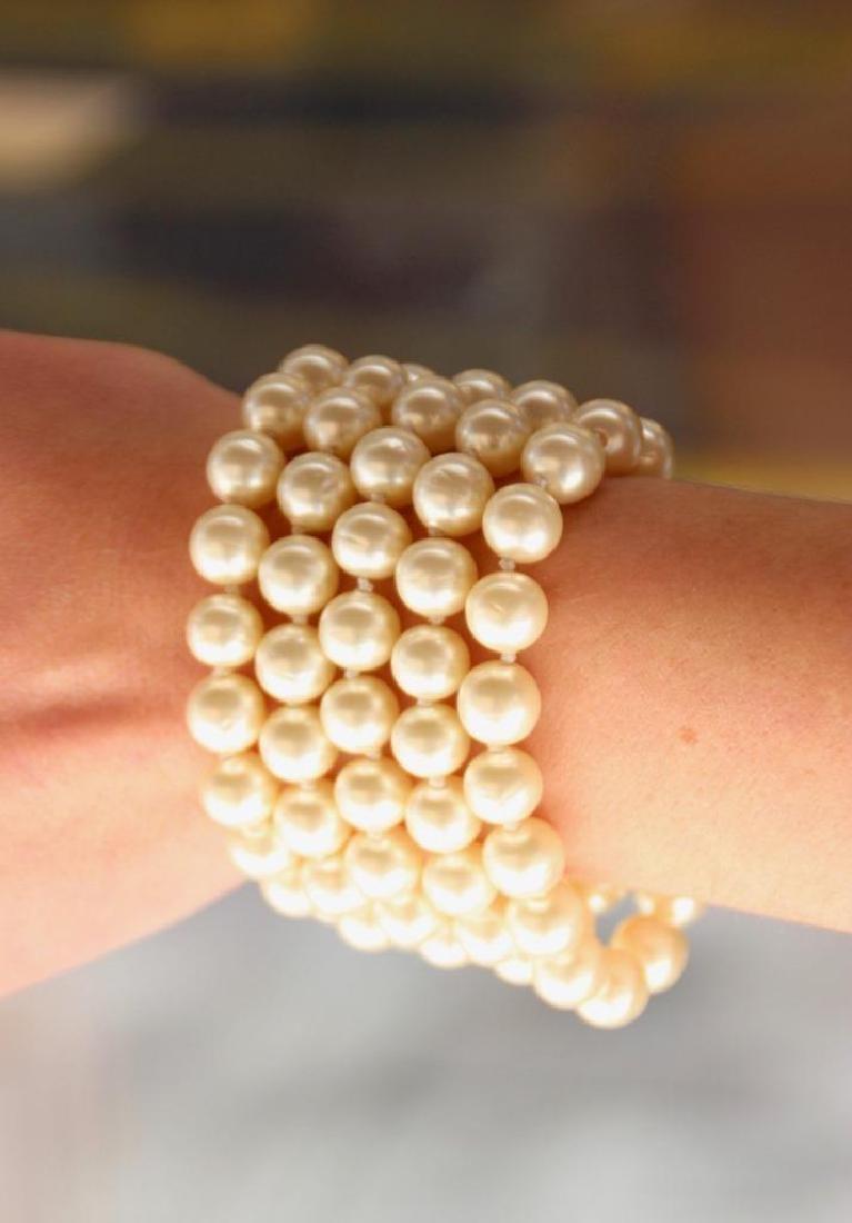CHANEL  Bracelet à cinq rangs de perles fantaisie
