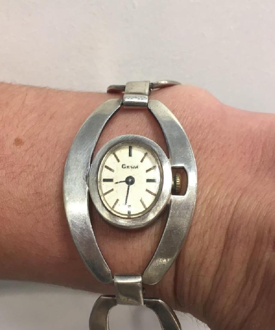 GEWA  Montre pour dame en metal argenté, bracelet de