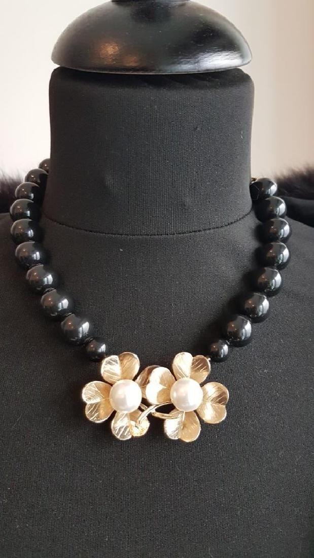 Philippe FERRANDIS Collier formé de perles noires ,