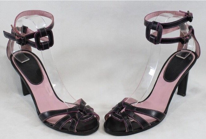 MANOLO BLAHNIK Paire de chaussures en cuir or et rose