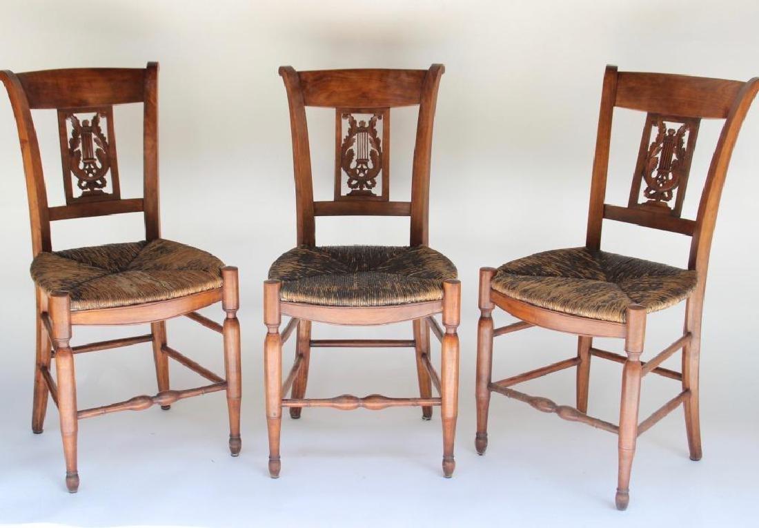 Série de six chaises paillées en bois naturel à dossier