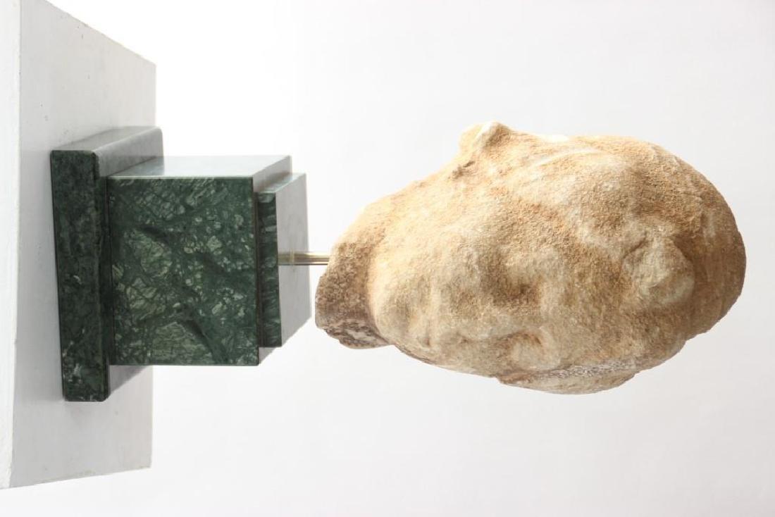 Tête de Vénus en marbre blanc à la mode antique, la