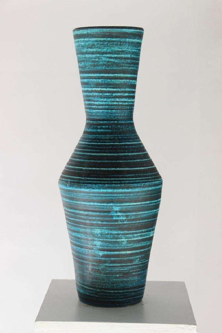 ACCOLAY (act.1945-1992) Grand vase en faience turquoise