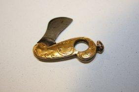 9: Coupe cigarillos à monture en or jaune à décor rocai