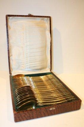 34: Série de douze couverts en vermeil. Modèle Rocaille