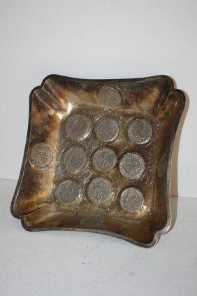 42: Coupe carrée en argent à motifs de monnaies. Travai