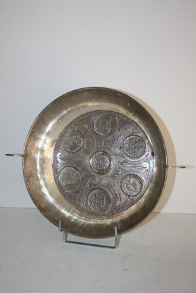44: Coupe circulaire en argent à décor de monnaies, ave