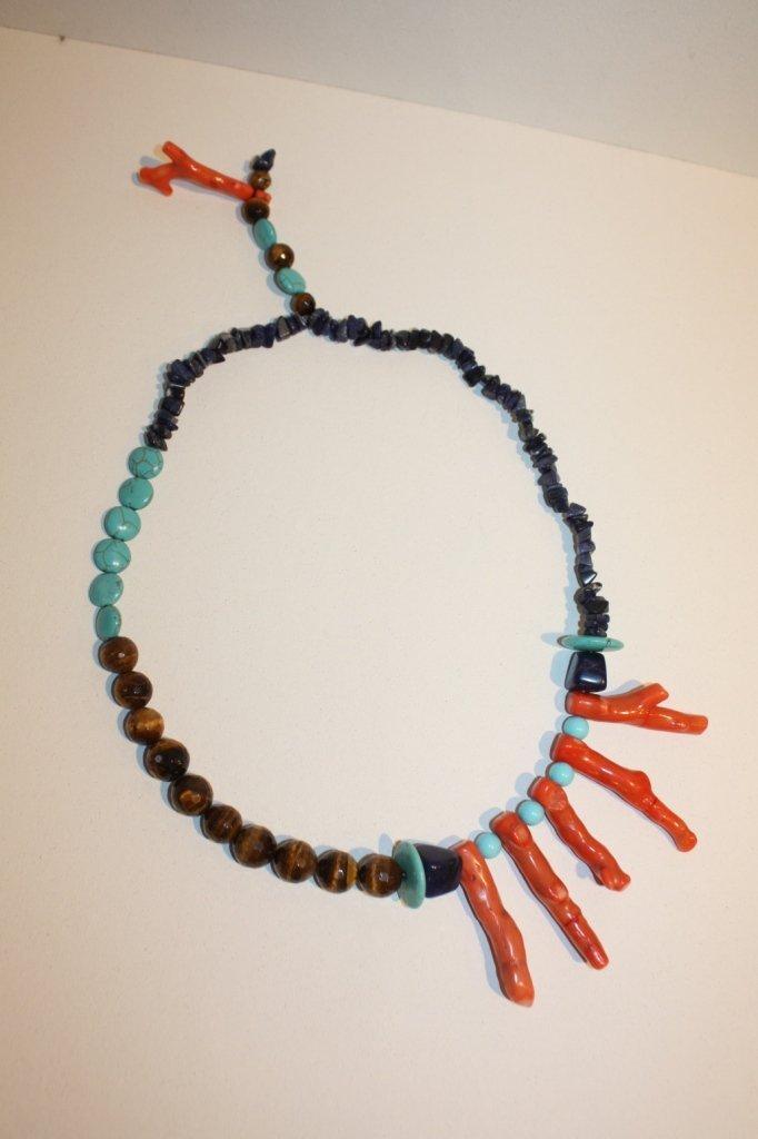 17: CREATION JPB - Collier en lapis lazuli, corail bamb