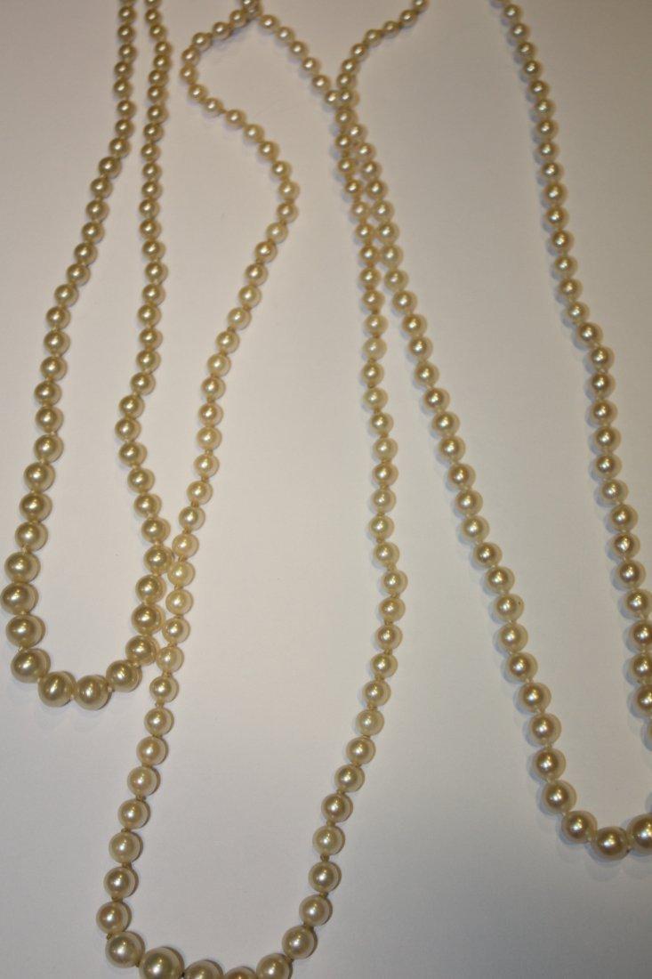 7: Lot de trois colliers de perle