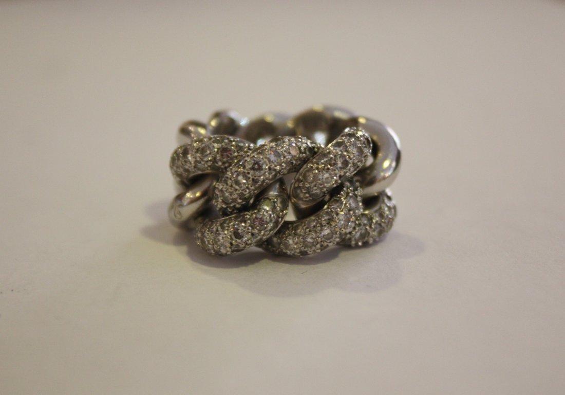 17: POMELLATO  Bague en or gris composée de maillons go