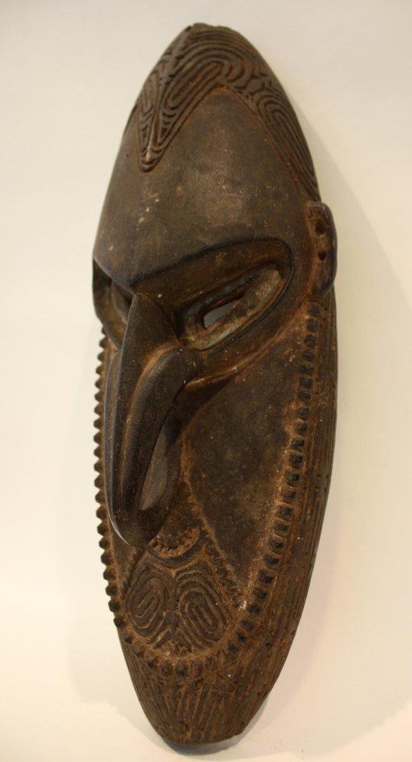 17: MASQUE Lewa. Bois sculpté patiné. Personnage au lon