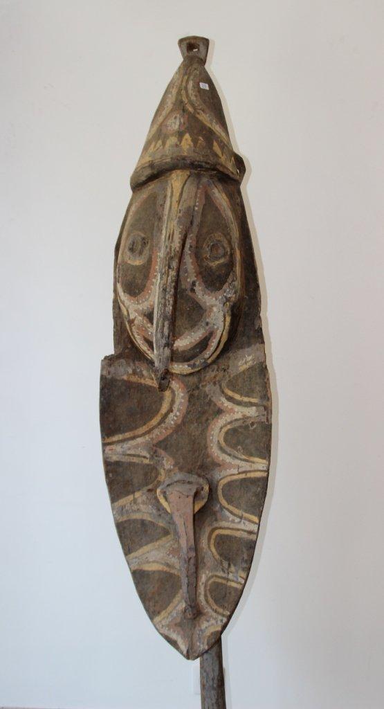 22: IMPORTANT MASQUE en bois sculpté d'un visage au nez