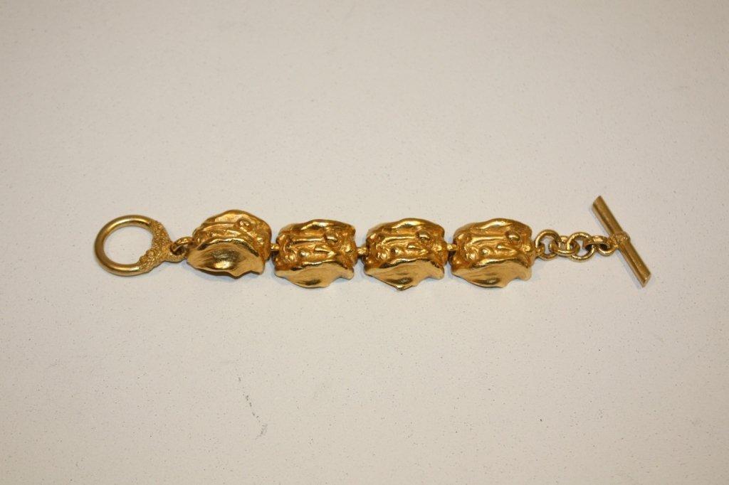 4: L'OR DU SOIR - Bracelet en métal doré fermé de caboc