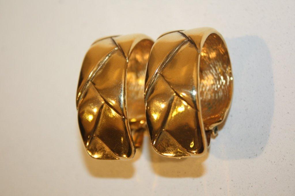 16: YSL - Paire de boucles d'oreilles clips en métal do