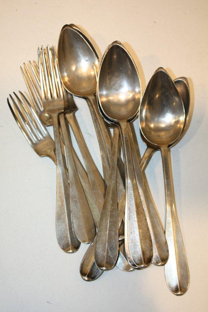 7: Lot de six fourchettes et huit cuillères en argent.