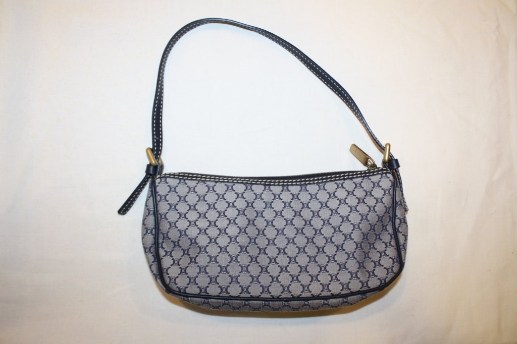 12: CELINE- Petit sac pochette en tissu monogrammé bleu