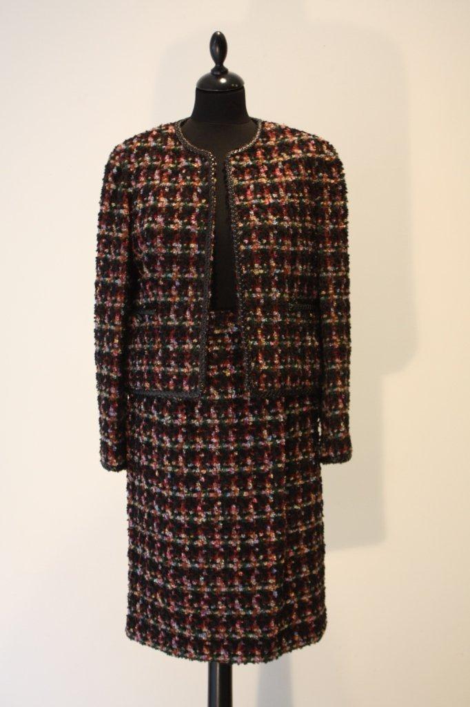 17A: CHANEL boutique - Tailleur jupe en laine et alpaga