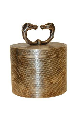 126: HERMES- pot à tabac en métal argenté guilloché,  à