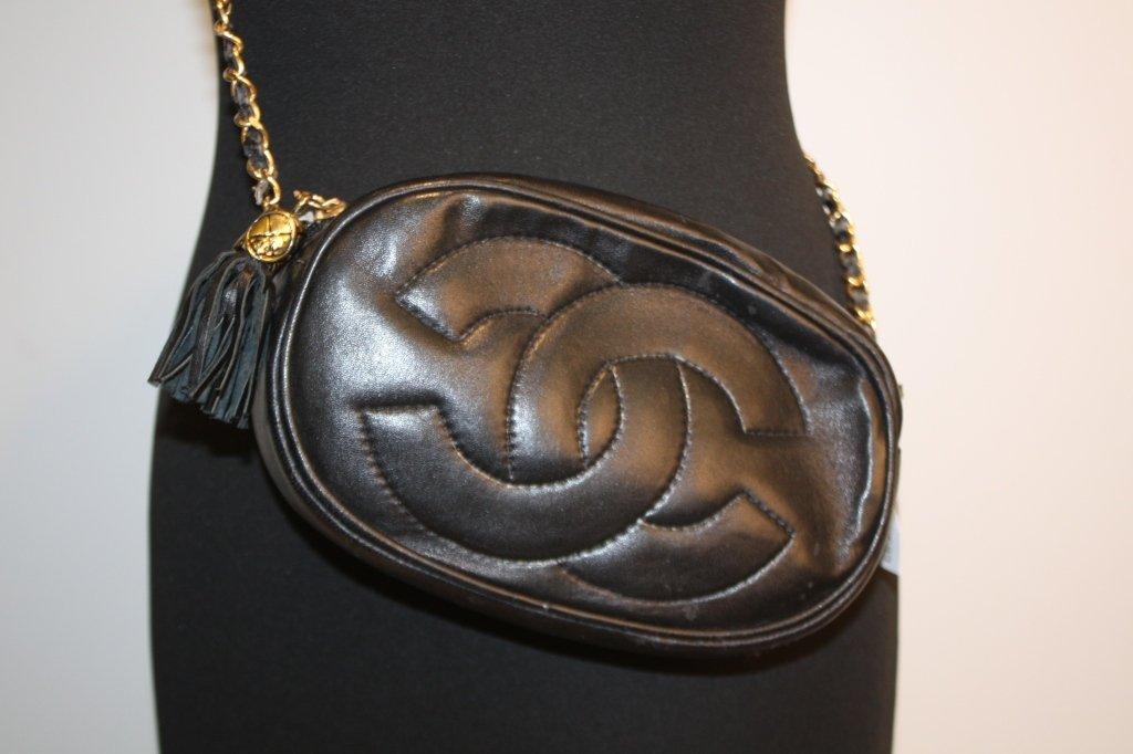 CHANEL - petit sac tambourin, en cuir noir, intérieur b