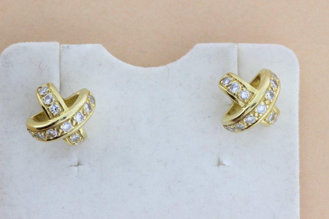 Paire de boucles d'oreilles en or enrichies de brillant