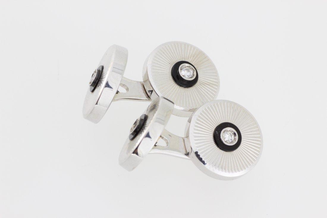 Paire de boutons de manchettes cylindriques en or gris