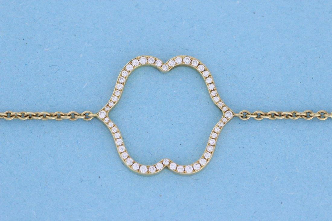 Bracelet en or orné d'un motif central double face sert