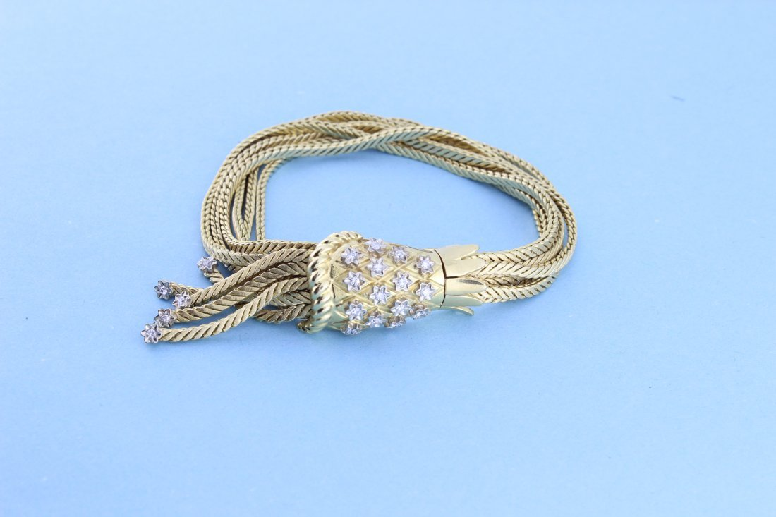Bracelet brins en or enrichi de brillants. P 66,4g