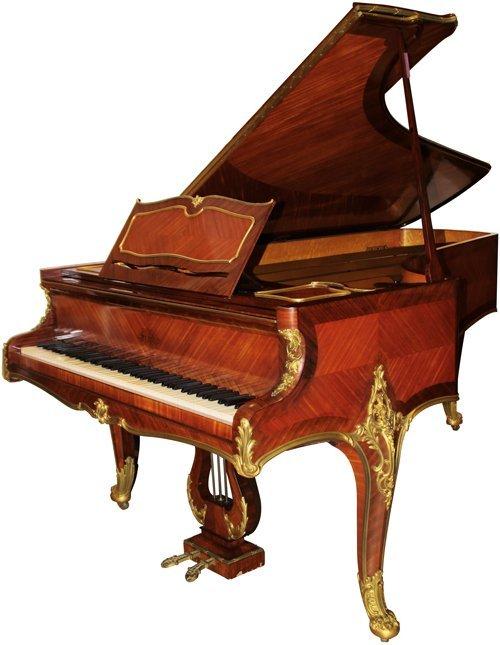Exceptionnel piano à queue de style Louis XV en placage