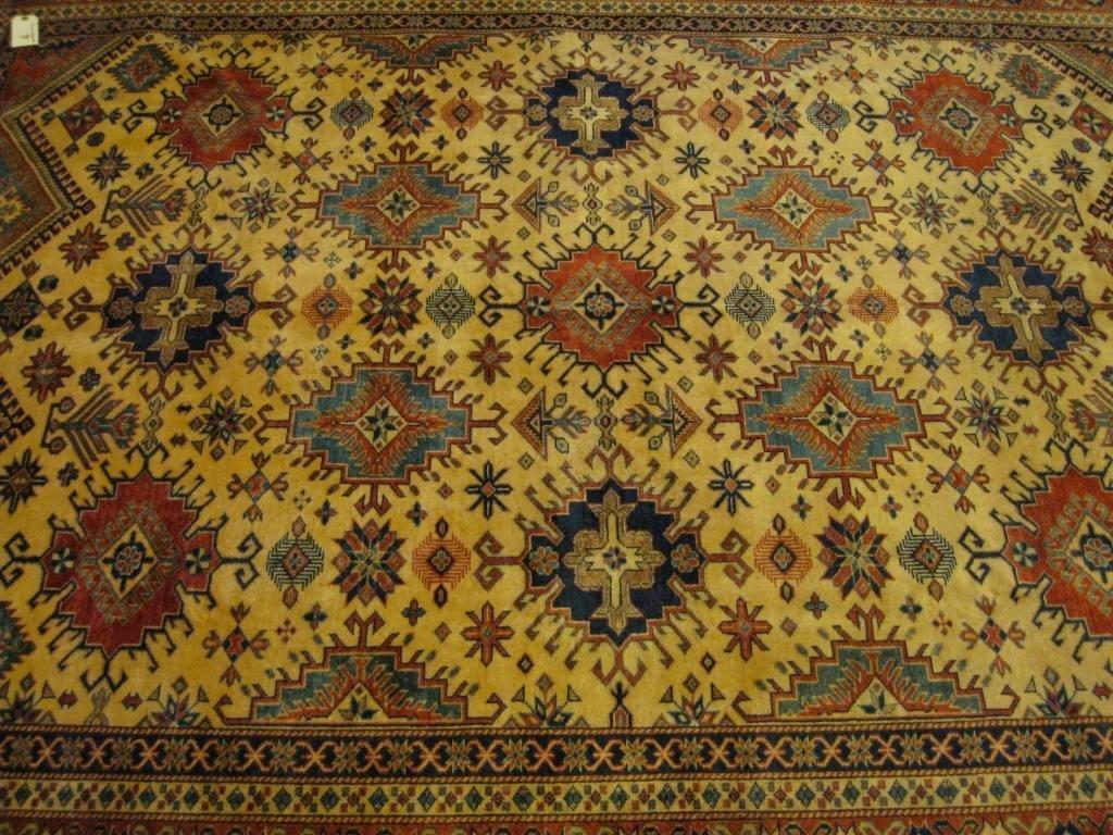 Grand DERBEND (Caucase du Sud), fond beige à décor géom
