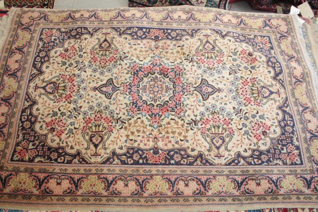 GHOUM (Iran), (belle laine kork) Fond ivoire à décor fl