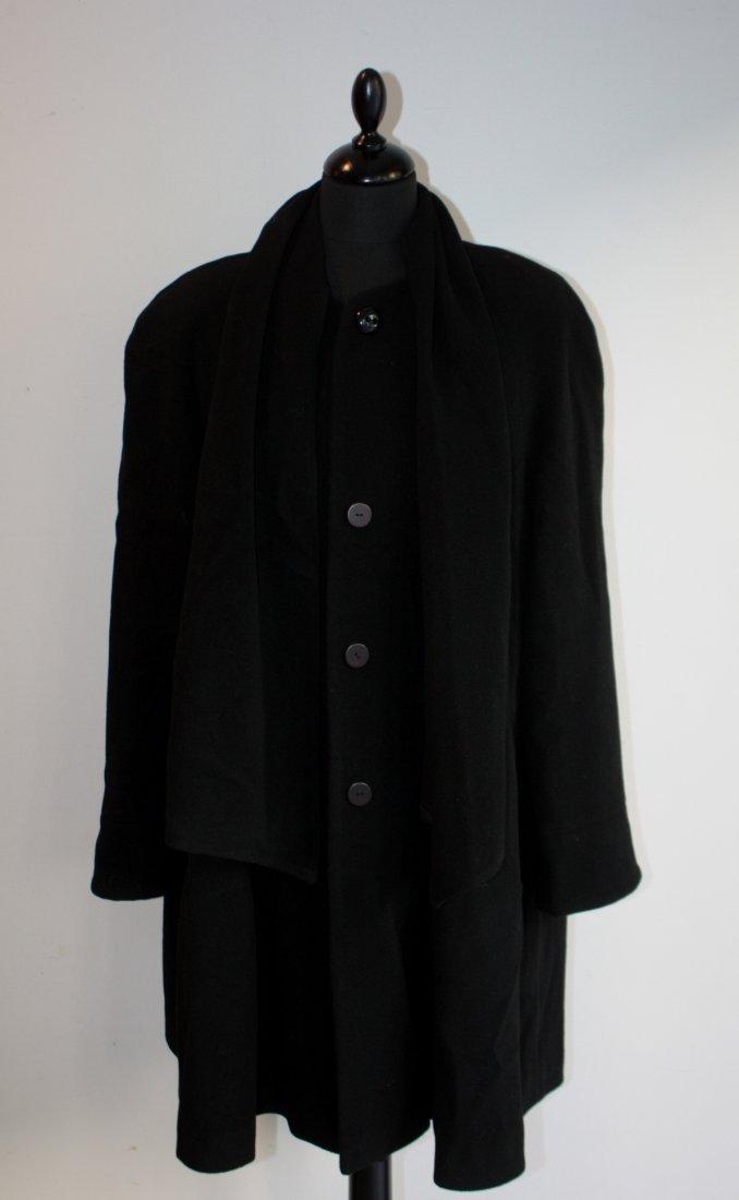 ANONYME  Manteau en cachemire noir, col écharpe amovibl