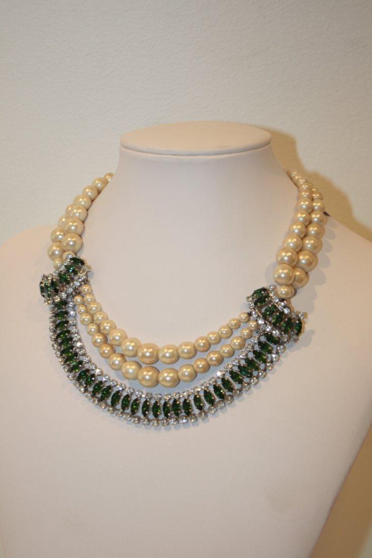 CHRISTIAN DIOR - Collier composé de deux rangs de perle