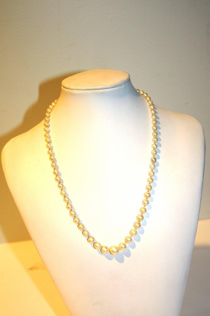 Collier de perles blanches , fermoir en argent Longueur