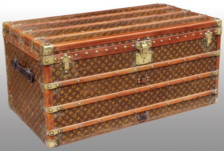VUITTON  Malle cabine en toile monogrammée et cuir