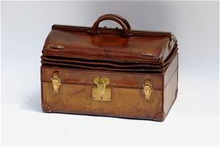 LOUIS VUITTON Rare sac mallette à soufflets en cuir